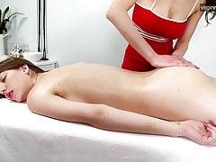 Nevet Nikolet gets her first lesbian massage