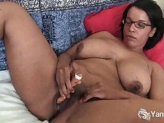 Yanks Babe Natalia Vibrating Her Cunt