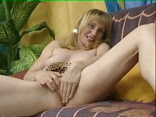 Mature Woman Have Fun 01 BoB