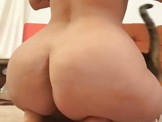 Jiggly pawg booty...