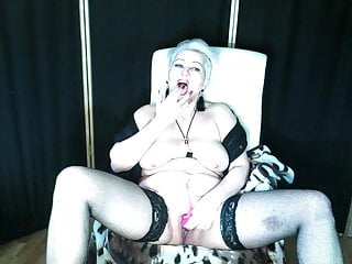 New private show from a magic mature whore AimeeParadise...
