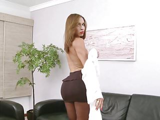Transsecretary with huge pantyhose...