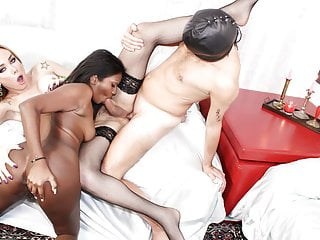 Trans bella dirty with tranny and indian babe...