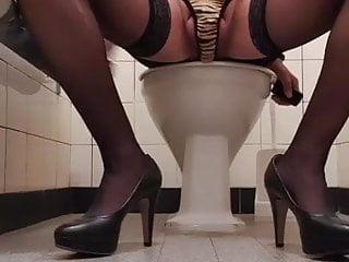 SANDRA caged and cumming on puplic toilett