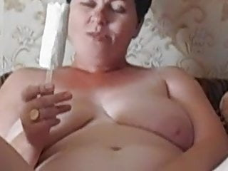 Mature amateur masturbates with ice-cream